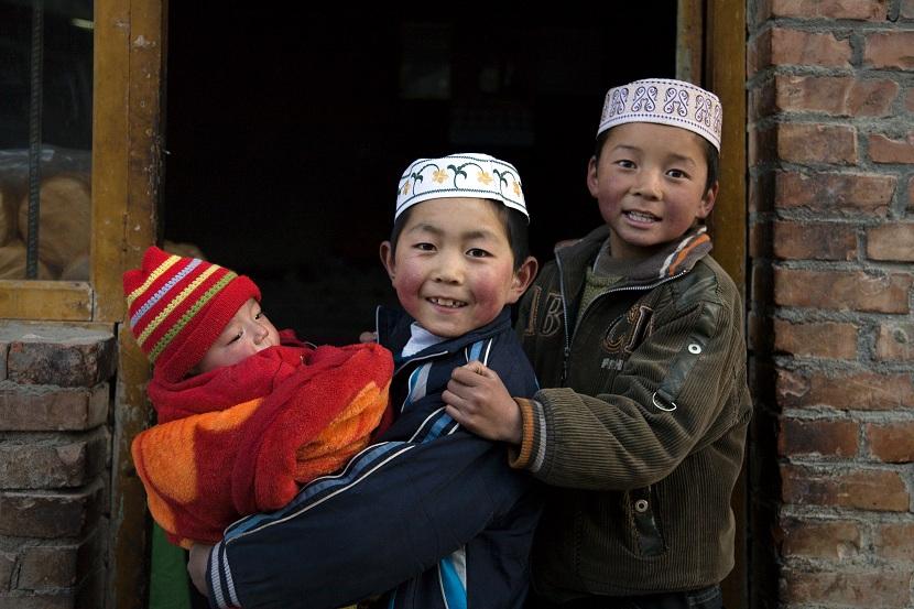 ctps.cn-- 抱小孩的回族小朋友 广信