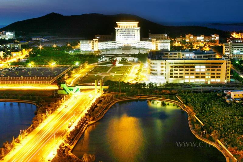 山东大学威海分校的夜景