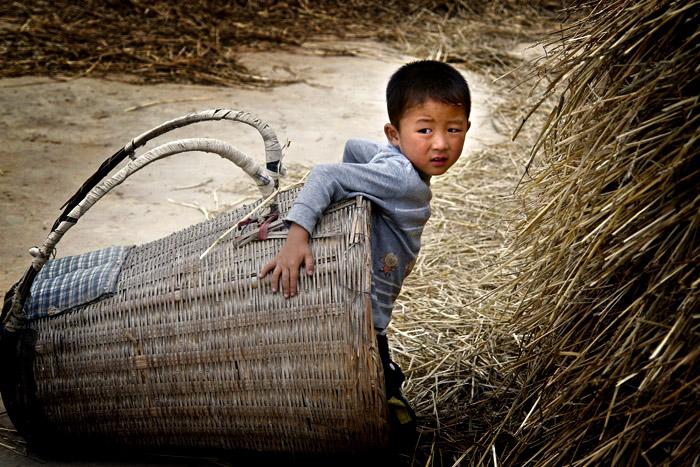 农村背带婴儿背法图解