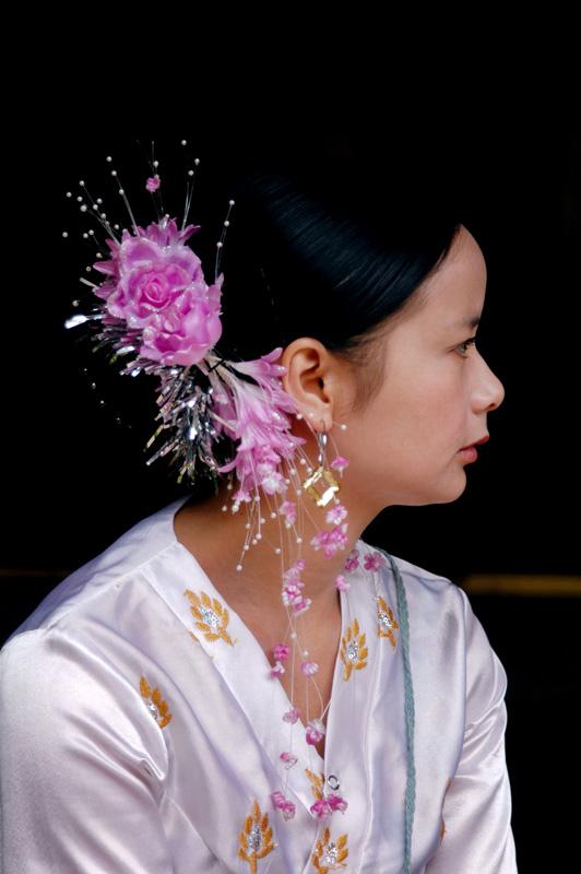傣族女孩简笔画