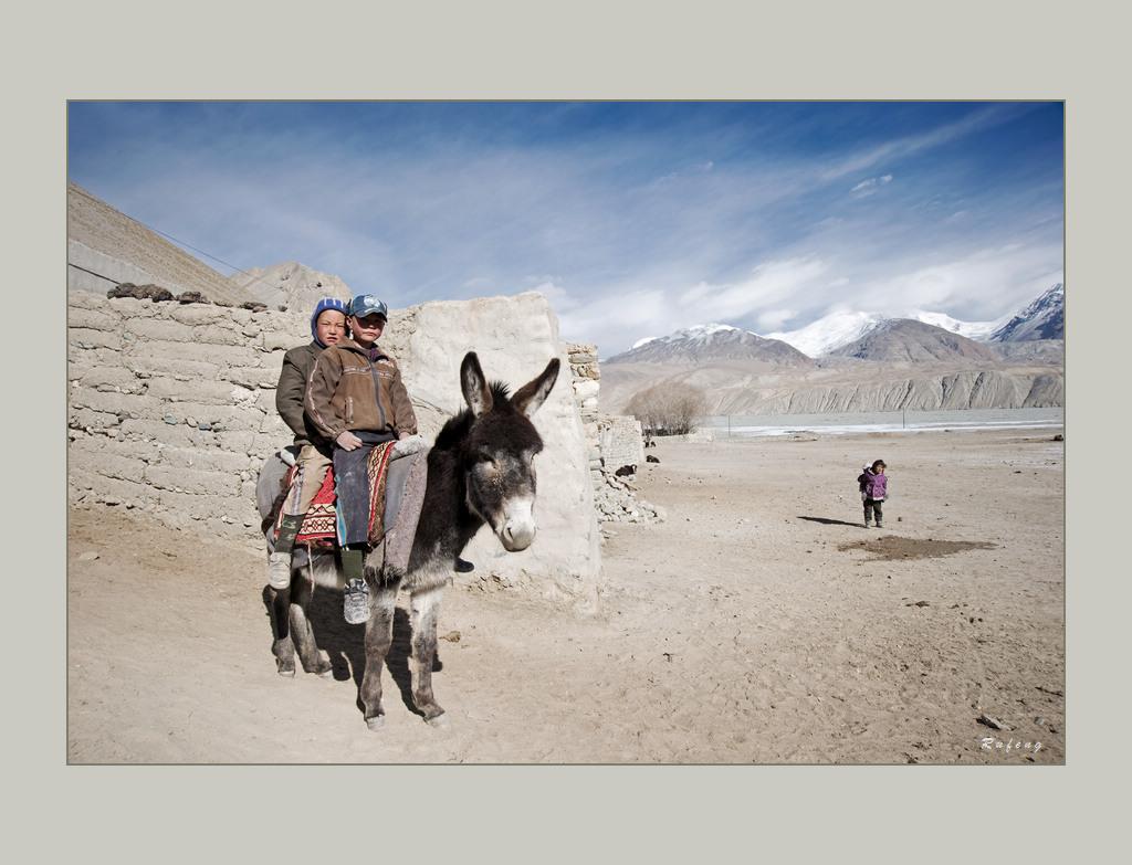 帕米尔高原—骑毛驴的孩子