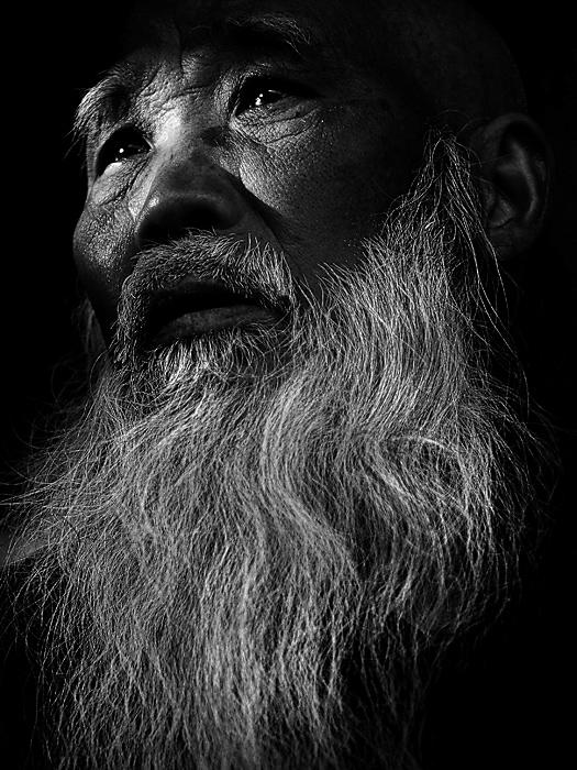 老人黑白肖像