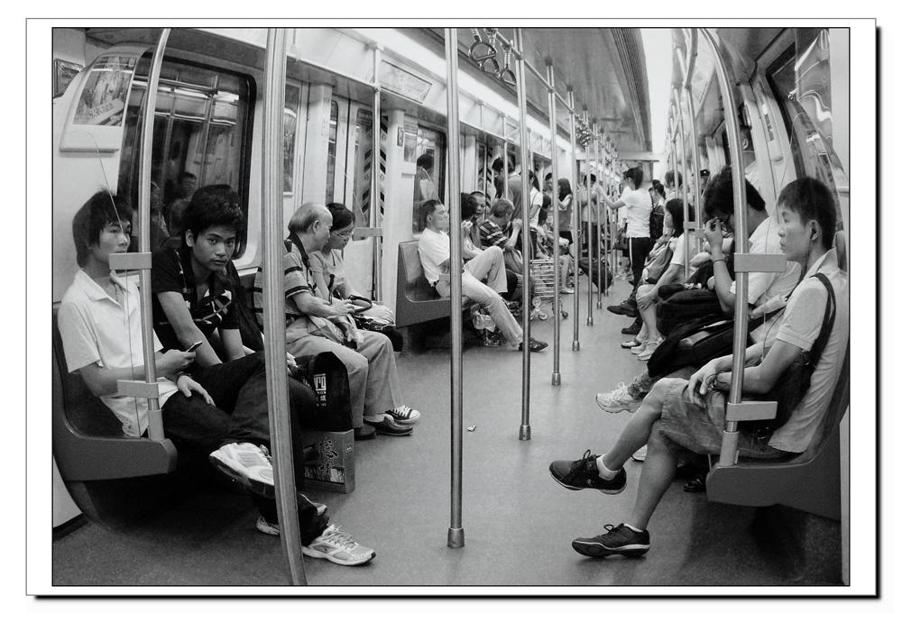 地铁车厢印象