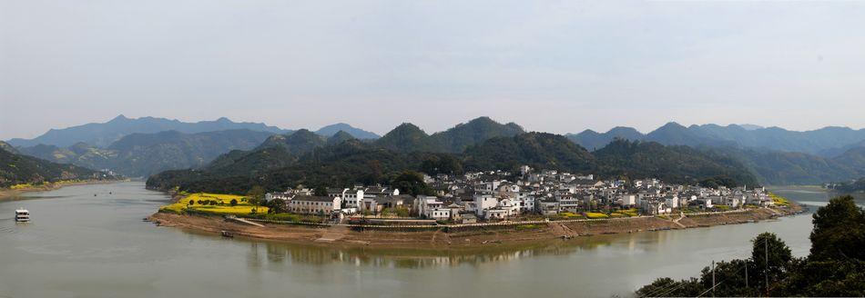 美丽的村庄简笔画
