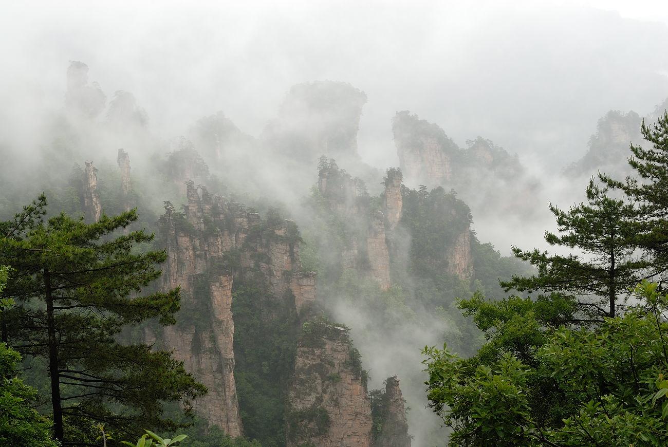 地下明珠--黄龙洞,人间瑶池--宝峰湖,百丈峡,南天门,猕猴园,西海,十里