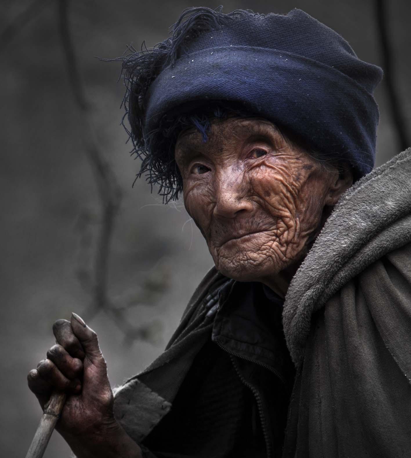 彝族老人(2)