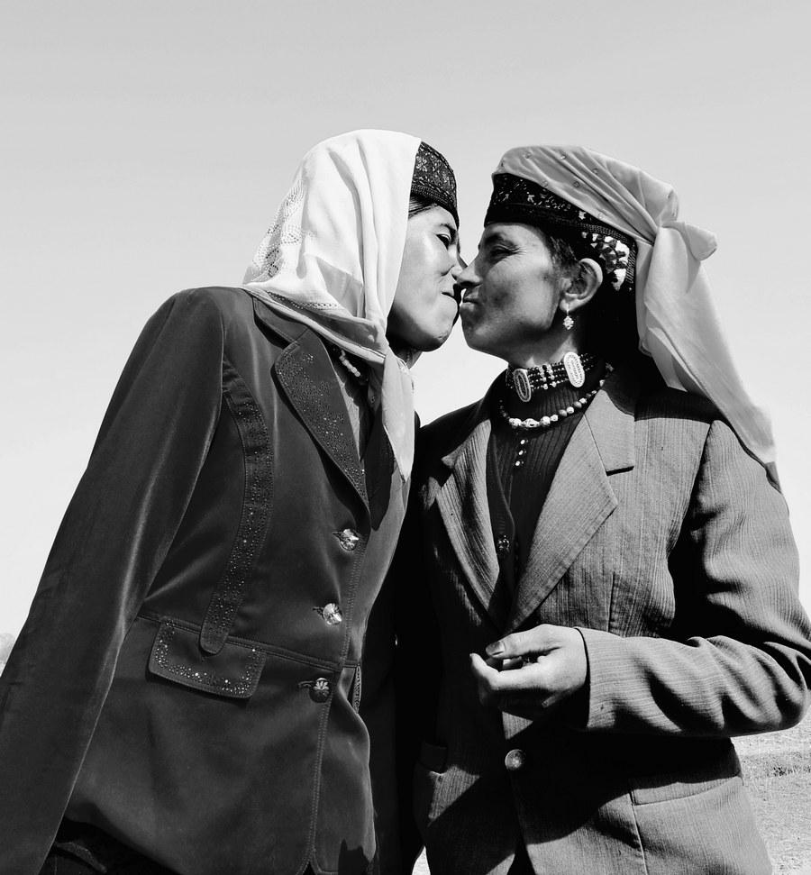关键词:新疆塔吉克族礼仪