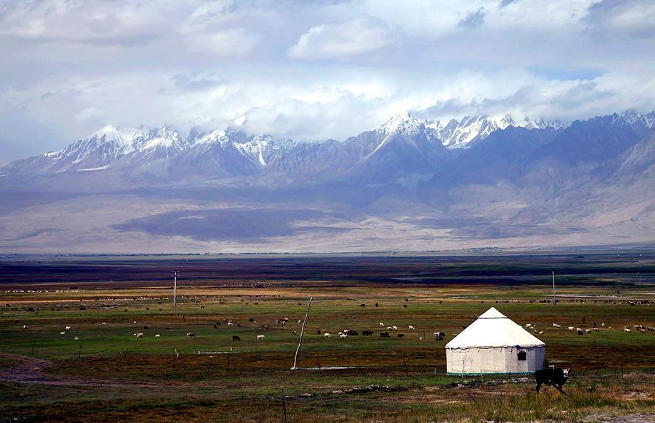 qq黑白雪山风景