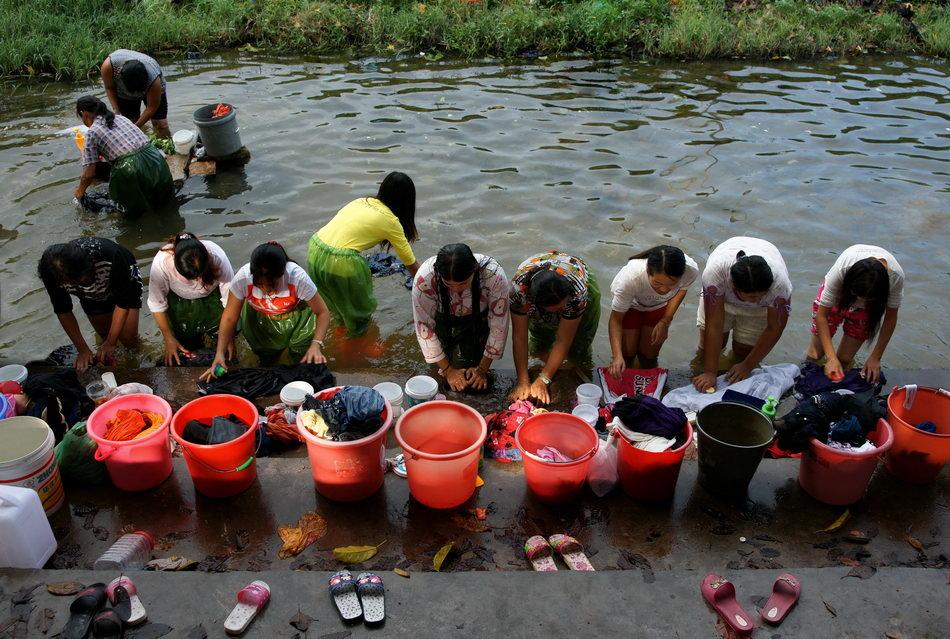 乡村的小河简笔画