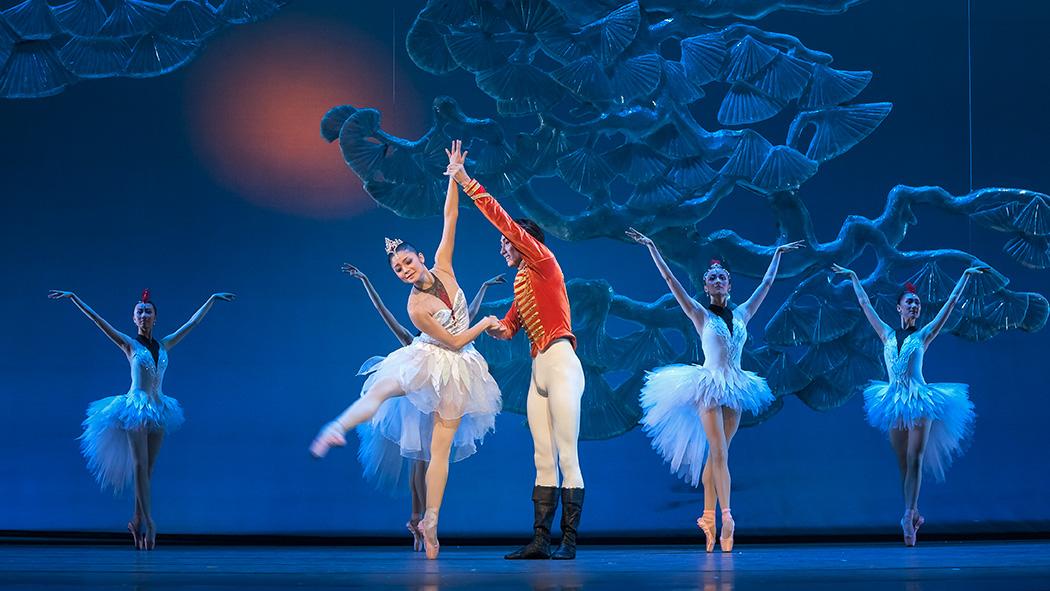 彩铅手绘星空下的芭蕾