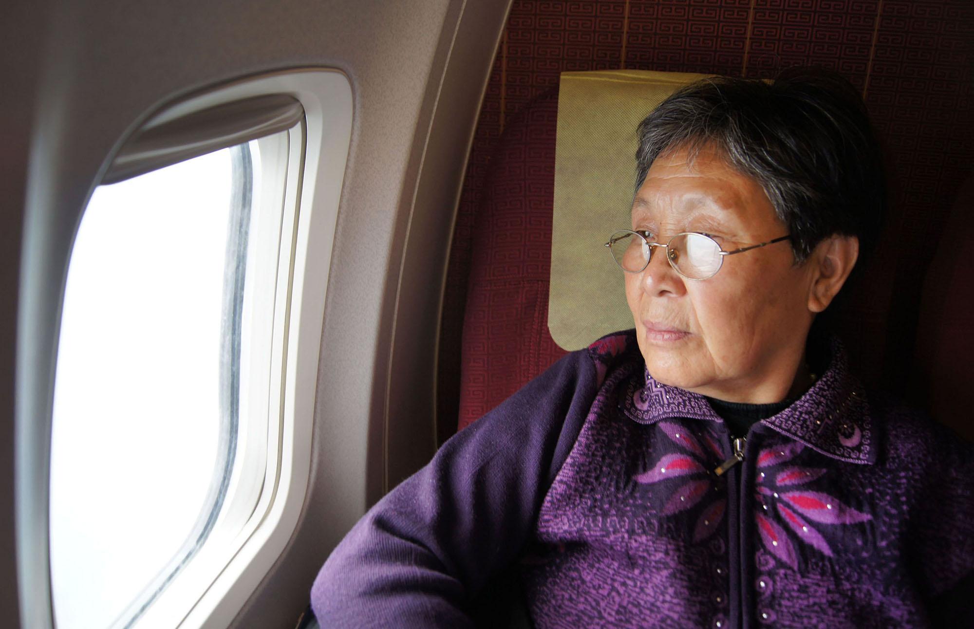 70岁老人坐飞机签生死状