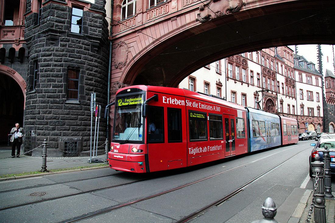 法兰克福老街上的有轨电车