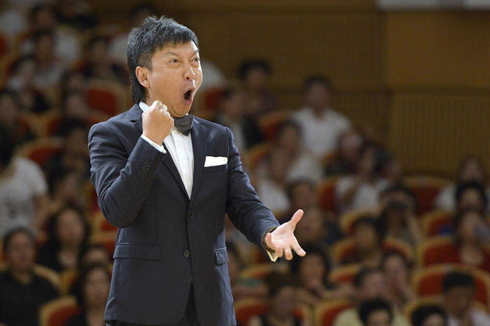 √第十七届中国老年节--四川鑫达海合唱团指挥--曹波