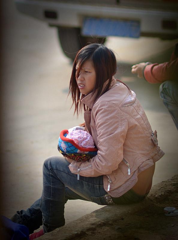 王祖蓝母亲节晒妈妈年轻照 年轻母亲2 剧照 年轻的长发妈妈(2) 全球